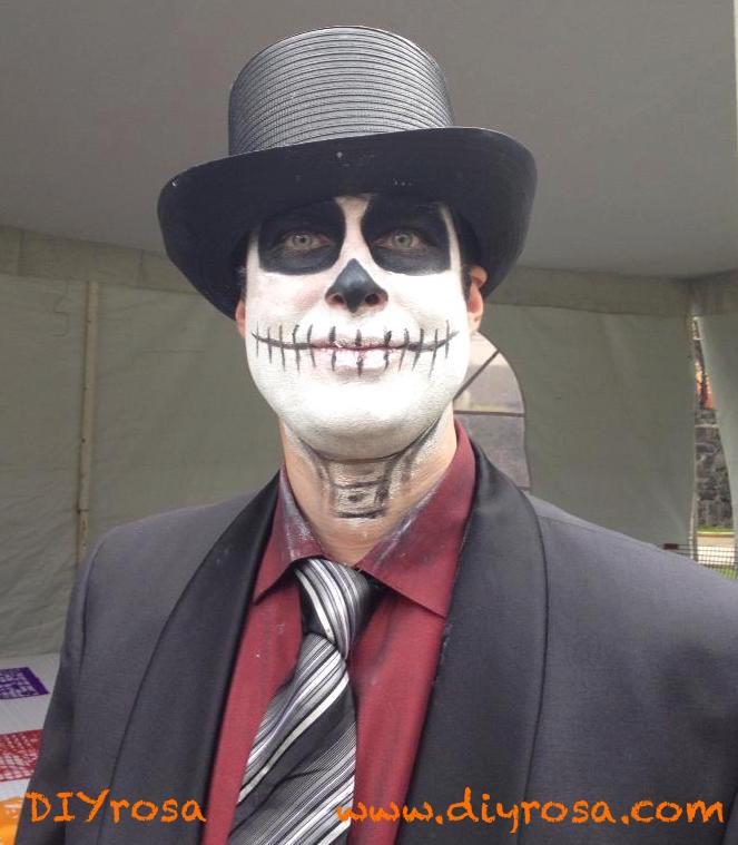 Hombre maquillado de catrín con sombrero