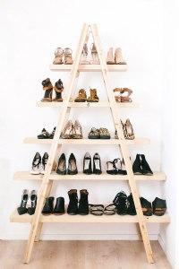 organizador de zapatos hecho de madera