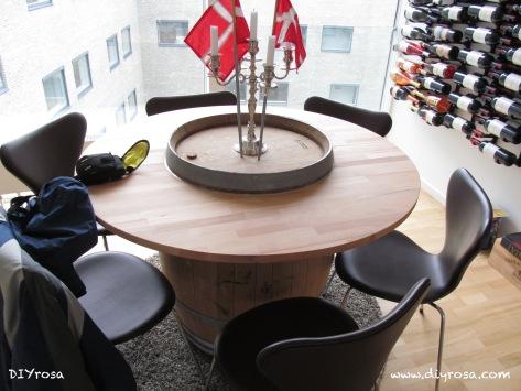 Mesa hecha de barril de madera
